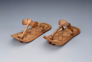 peaked_pharoah_sandals