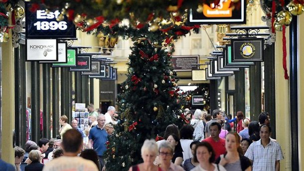 015530-christmas-shopping