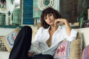 charley vella: Versatile chic from a practicaldesigner